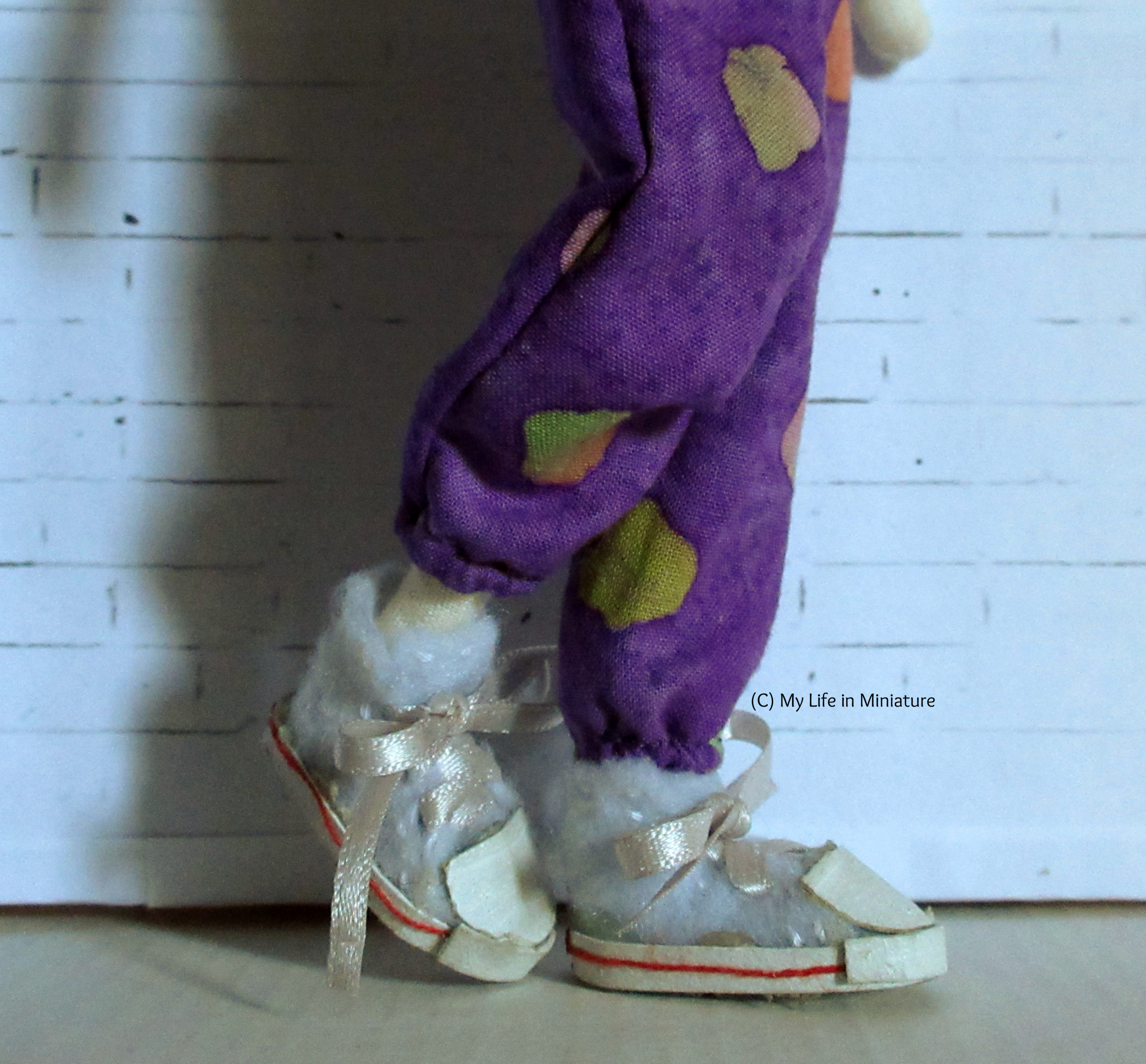 Close-up of the elasticated ankles of the pants, creating a balloon-sleeve-esque effect.